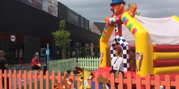 jeu gonflable clown