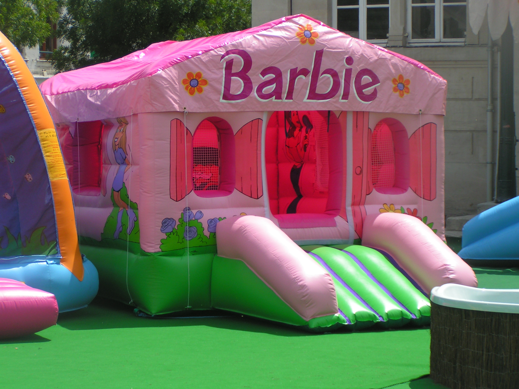jeu gonflable barbie type chateau gonflable