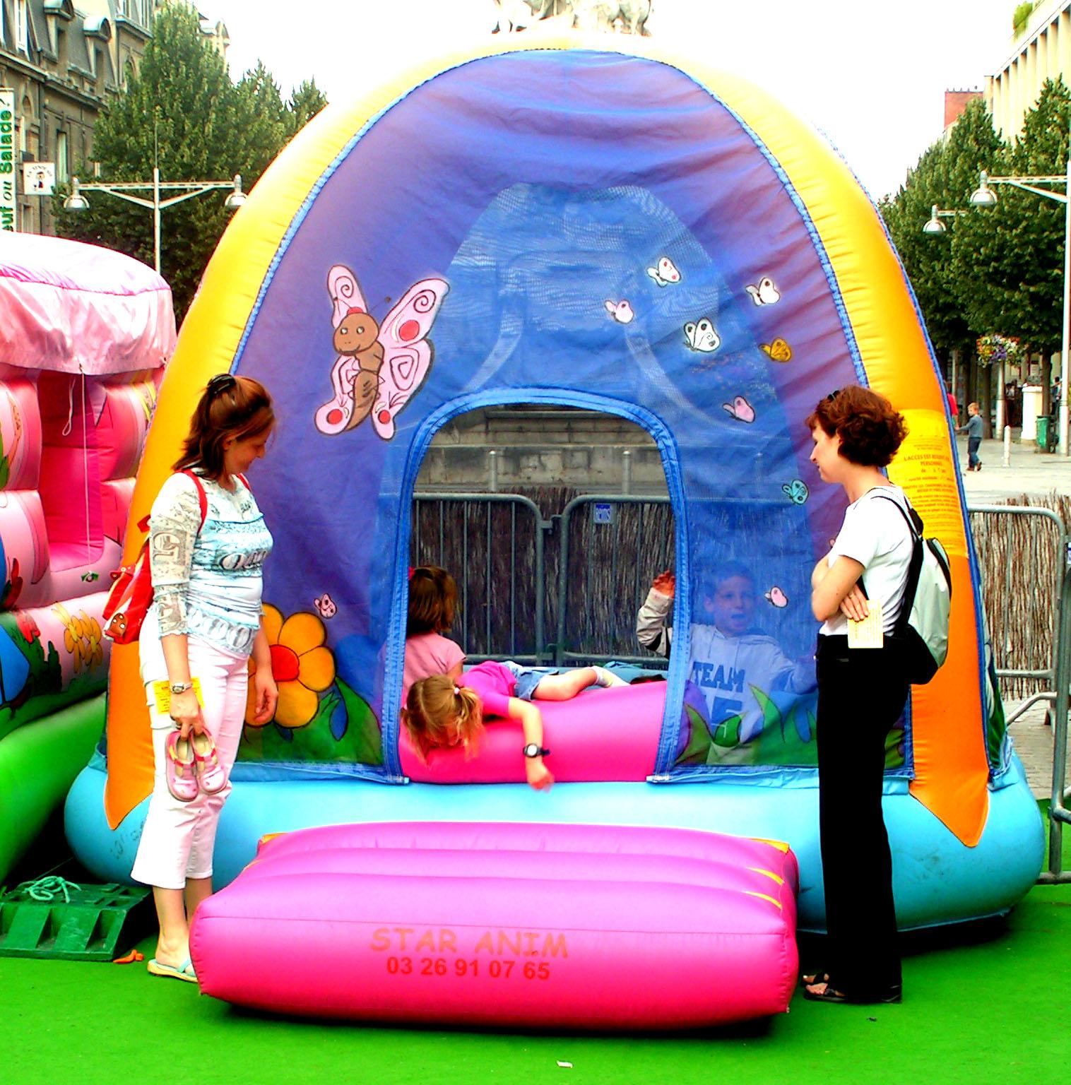 #C70451 Chateau Gonflable Bain De Boules Location De Jeux  5439 decorations de noel gonflables 1516x1536 px @ aertt.com
